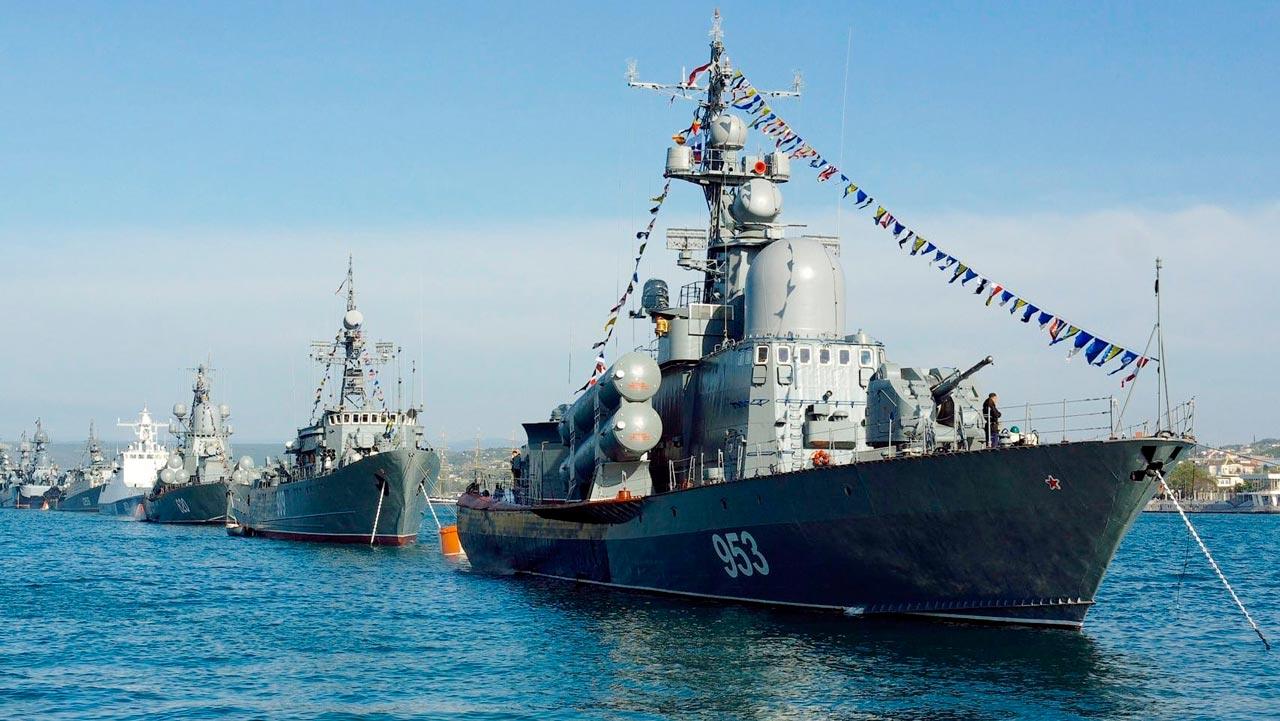 Парад военных кораблей в честь дня ВМФ в СПб